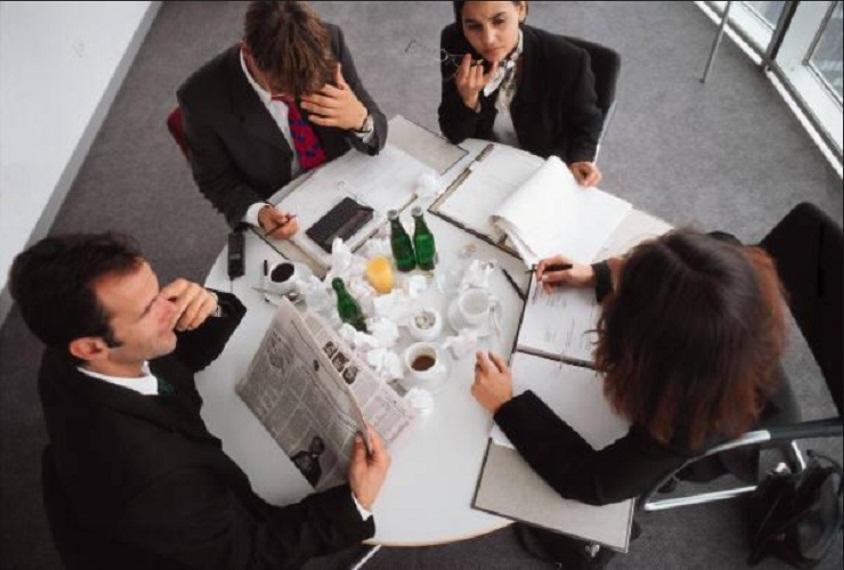 Nếu bạn tham gia một cuộc họp nhóm với một nhóm không thân thiết,hãy ngồi cạnh người đóhọ cảm thấy an toàn khi ở cạnh bạn và sẽ chọn bạn để làm việc cùng.