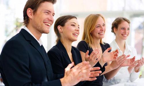 Biết cách cảm kích và khen ngợi một cách thành thật -Khen ngợi và cảm ơn là kĩ năng thu phục lòng người (Ảnh: Nghệ thuật giao tiếp)
