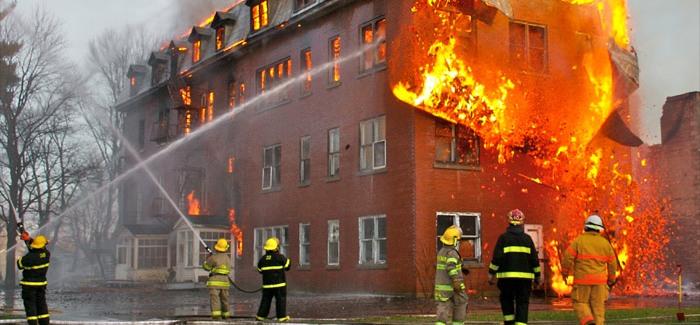 Quản lý thời gian hiệu quả: Những công việc quan trọng và khẩn cấp như việc chữa một đám cháy (Ảnh: tag24)
