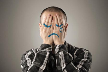 """Các thói quen xấu: Tính tiêu cực, thích than vãn, đổ lỗi cho số phận, không tự nhận biết và thay đổi cũng khiến mọi người """"sợ đến gần"""" bạn (Ảnh: Getty Images)"""