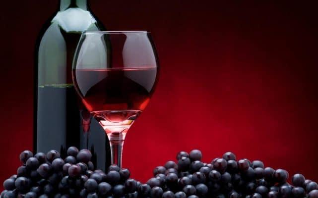 Thực phẩm tốt cho tim mạch: rượu vang đỏ